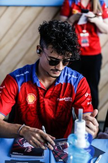 Pascal Wehrlein, Mahindra Racing at the autograph session