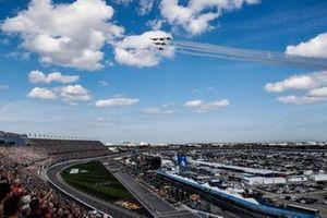 Los Thunderbirds pasan por el circuito