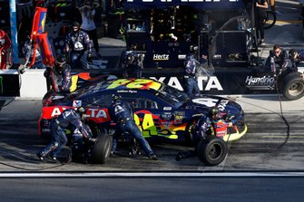 William Byron, Hendrick Motorsports, Chevrolet Camaro Axalta, pit stop