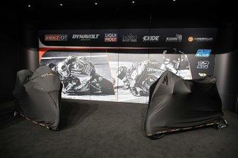 La moto bajo la cubierta de Intact GP