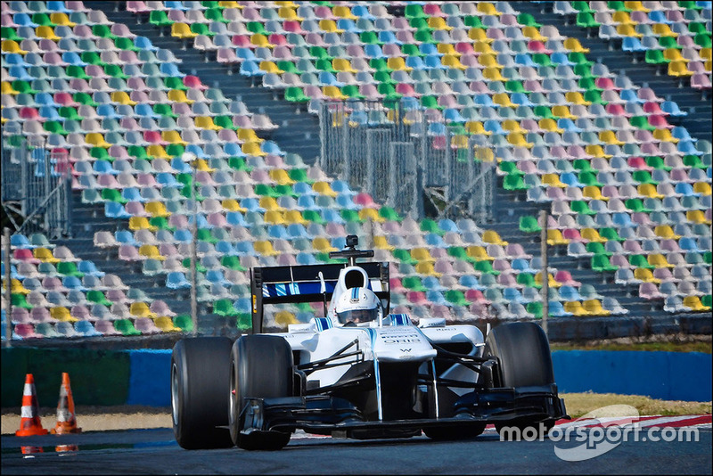 Een Smartphone-gamer test een Williams F1-wagen