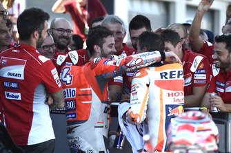 Андреа Довициозо, Ducati Team, и Марк Маркес, Repsol Honda Team