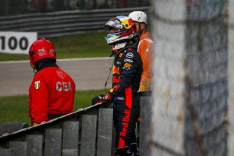 Daniel Ricciardo, Red Bull Racing retires from the race