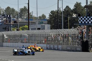 Takuma Sato, Rahal Letterman Lanigan Racing Honda toma la bandera a cuadros