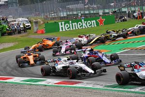 Sergey Sirotkin, Williams FW41, Pierre Gasly, Scuderia Toro Rosso STR13, Fernando Alonso, McLaren MCL33 and Sergio Perez, Racing Point Force India VJM11 at the start of the race