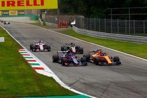 Pierre Gasly, Scuderia Toro Rosso STR13 and Fernando Alonso, McLaren MCL33 battle