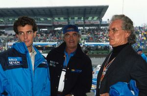 Flavio Briatore, Benetton F1-baas, in gesprek met Luciano Benetton en Alessandro Benetton