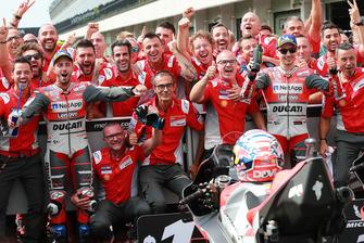 Racewinnaar Andrea Dovizioso, Ducati Team, tweede plaats Jorge Lorenzo, Ducati Team
