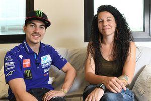 Maverick Viñales, Yamaha; Marta Caparrós, CEO de AUssieYouTOO