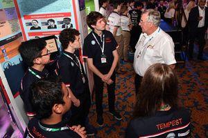 Gary Anderson e gli studenti