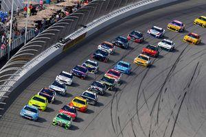 Kevin Harvick, Stewart-Haas Racing, Ford Fusion Busch Light / Mobil 1, Kyle Busch, Joe Gibbs Racing, Toyota Camry Interstate Batteries