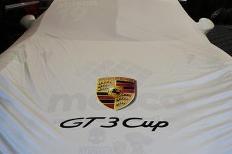 La Porsche 911 GT3 Cup di Tommaso Mosca, Tsunami RT, nel box
