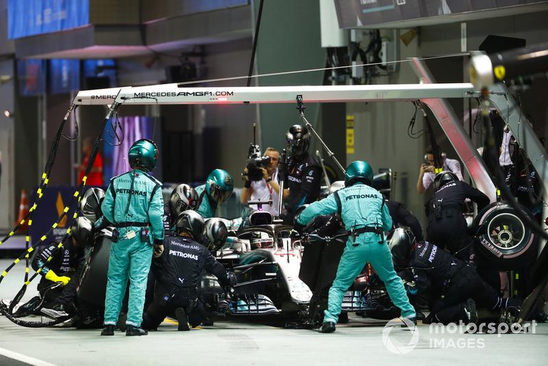 Os membros das equipes também terão que se cuidar. A Mercedes, por exemplo, pede que todos bebam entre três e cinco litros de água por dia.
