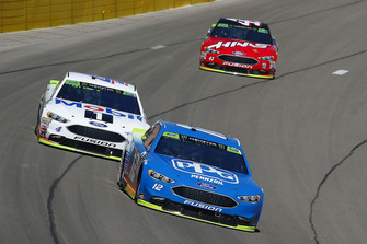 Ryan Blaney, Team Penske, Ford Fusion PPG, Kevin Harvick, Stewart-Haas Racing, Ford Fusion Mobil 1 e Kurt Busch, Stewart-Haas Racing, Ford Fusion Haas Automation