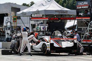 #7 Acura Team Penske Acura DPi, P - Helio Castroneves, Ricky Taylor, pit stop