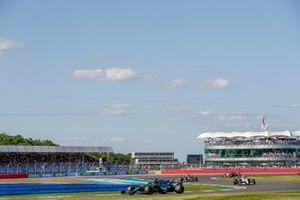 Lance Stroll, Aston Martin AMR21, Antonio Giovinazzi, Alfa Romeo Racing C41