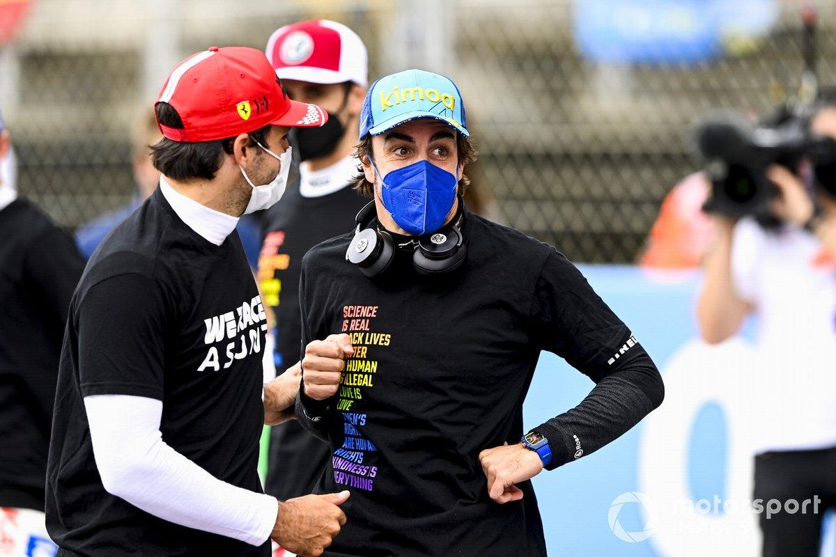 Carlos Sainz Jr., Ferrari, y Fernando Alonso, Alpine F1