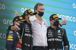 Max Verstappen, Red Bull Racing, 2nd position, Lewis Hamilton, Mercedes, 1st position, the Mercedes trophy delegate and Valtteri Bottas, Mercedes, 3rd position, on the podium