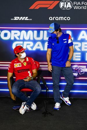 Fernando Alonso, Alpine F1 e Carlos Sainz Jr., Ferrari in conferenza stampa