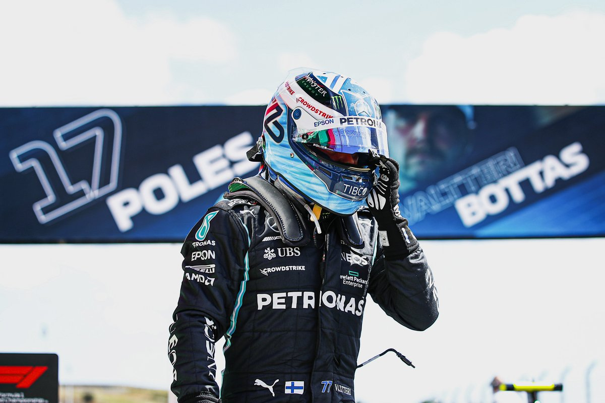 Ganador de la pole Valtteri Bottas, Mercedes, en Parc Ferme