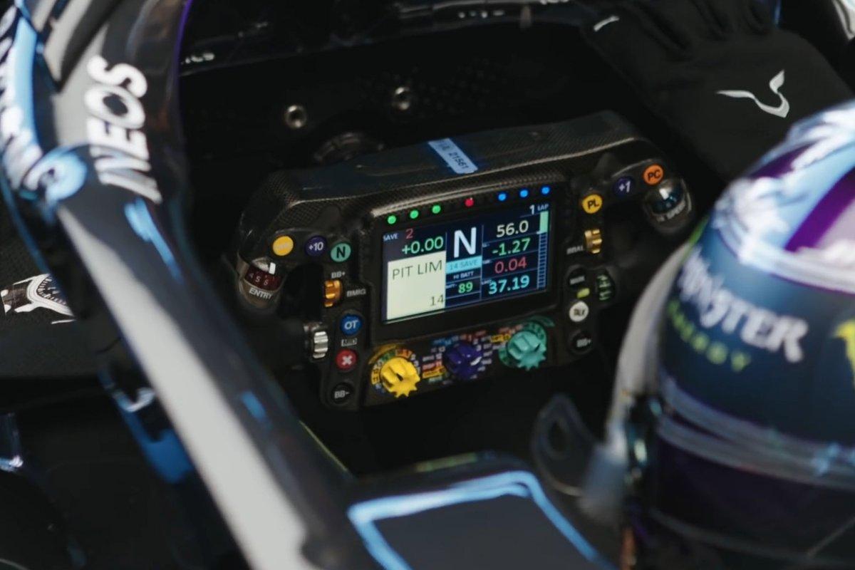 Detalle del volante del Mercedes W12