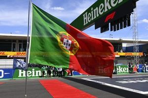 The Portuguese flag on the grid