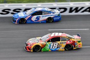 Kyle Busch, Joe Gibbs Racing, Toyota Camry M&M's Mix and Kyle Larson, Hendrick Motorsports, Chevrolet Camaro HendrickCars.com