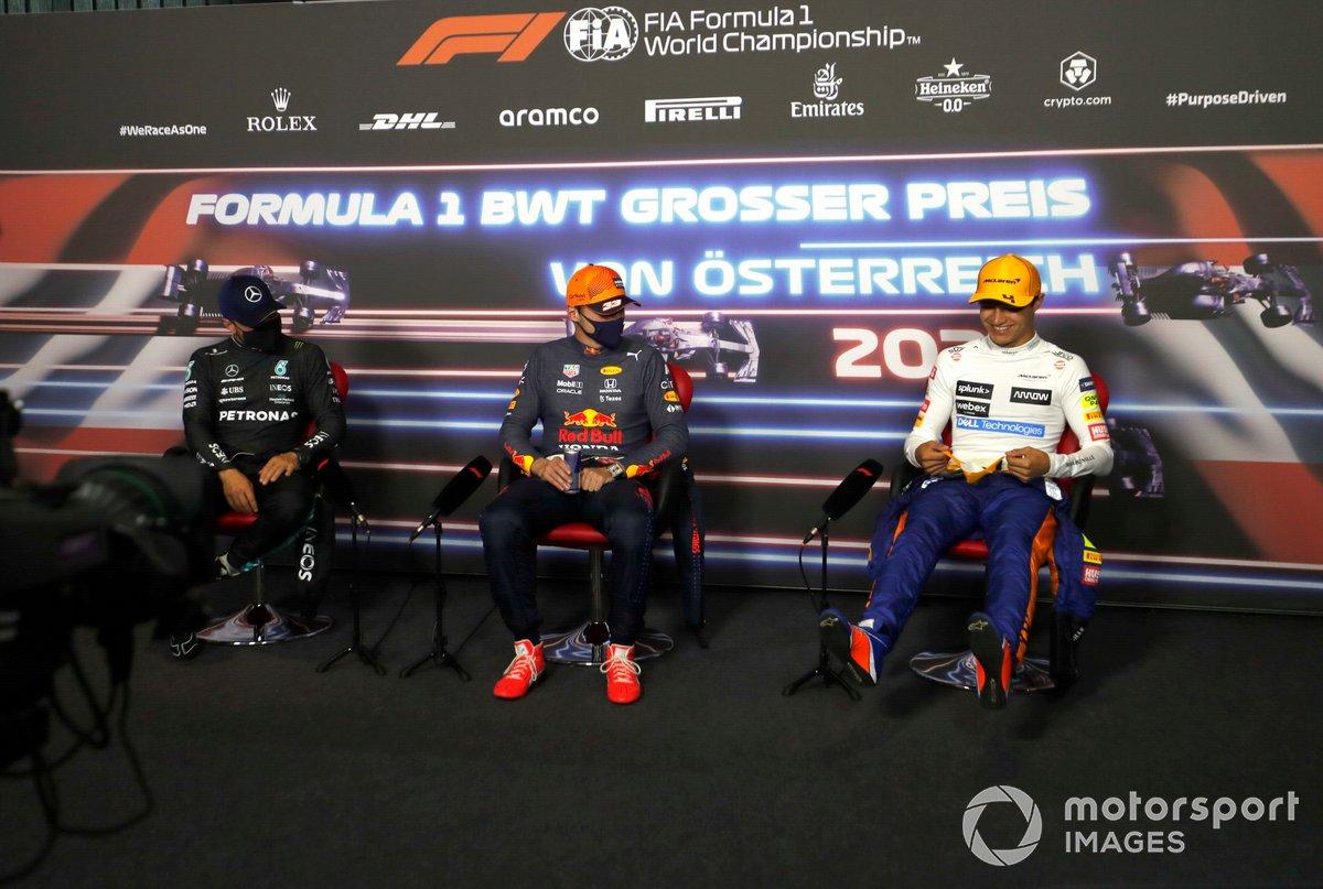 Valtteri Bottas, Mercedes,Max Verstappen, Red Bull Racing y Lando Norris, McLaren, en la conferencia de prensa