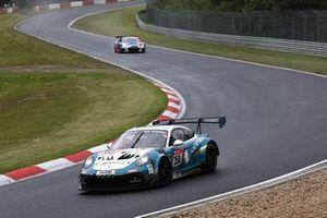#350 Black Falcon Team IDENTICA Porsche 911 GT3 Cup MR: Noah Nagelsdiek, Florian Naumann, Carlos Rivas, Hendrik von Danwitz