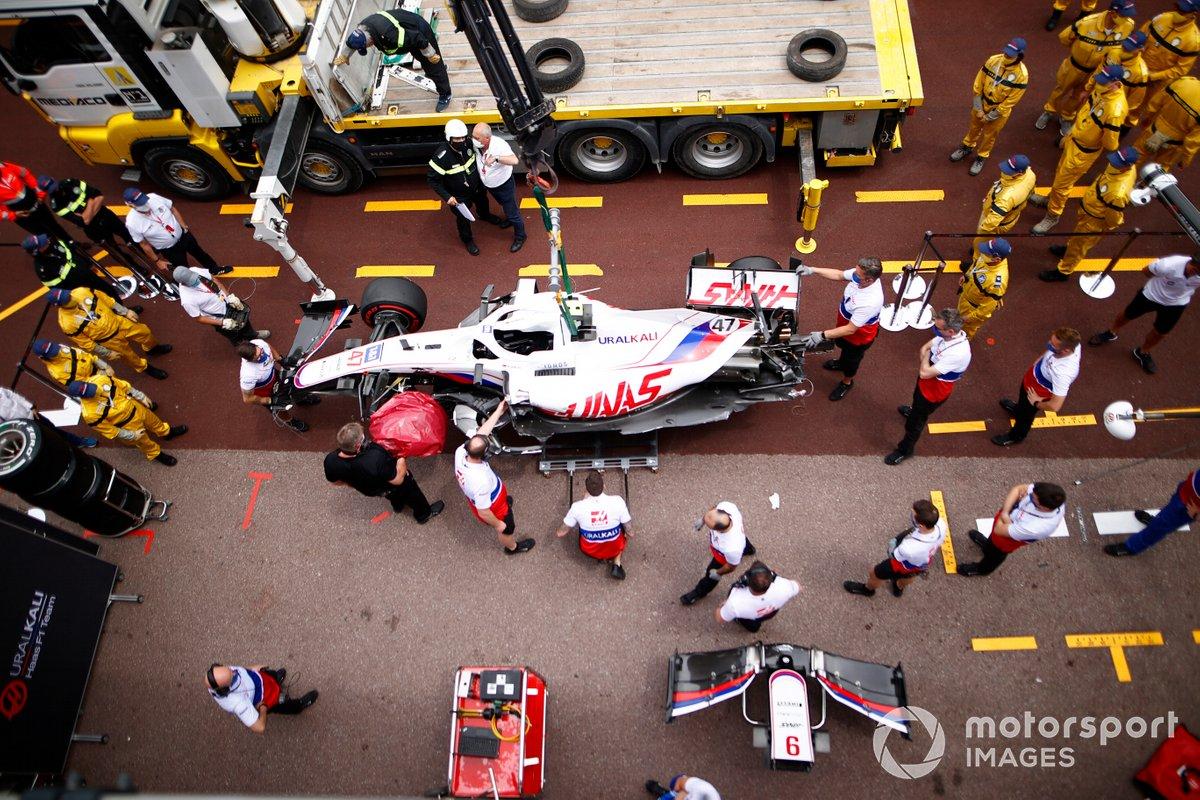 L'auto danneggiata di Mick Schumacher, Haas VF-21