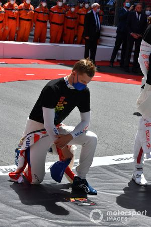 Mick Schumacher, Haas F1, takes a knee on the grid in support of the End Racism campaign