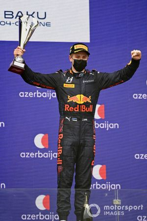 Juri Vips, Hitech Grand Prix, 1st position, on the podium