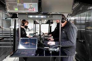 Arrow McLaren SP Chevrolet crew members