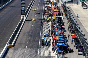 Scott McLaughlin Team Penske Chevrolet, Alexander Rossi, Andretti Autosport Honda, Simon Pagenaud, Team Penske Chevrolet