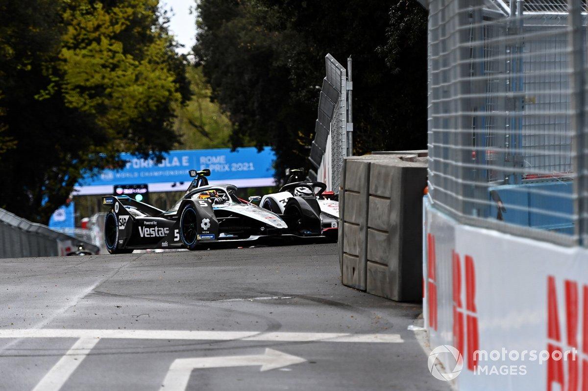 Stoffel Vandoorne, Mercedes Benz EQ, EQ Silver Arrow 02, se toca con Andre Lotterer, Tag Heuer Porsche, Porsche 99X Electric, al inicio de la carrera