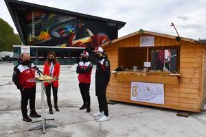 Frederic Vasseur, Team Principal, Alfa Romeo Racing, Kimi Raikkonen, Alfa Romeo Racing, and Antonio Giovinazzi, Alfa Romeo Racing