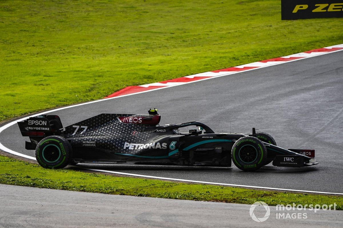 Valtteri Bottas, Mercedes F1 W11 hace un trompo