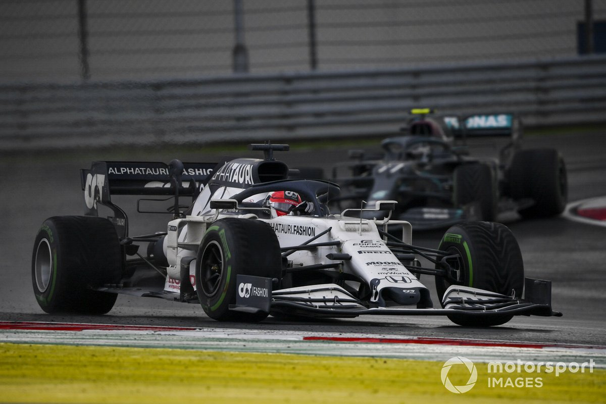 Daniil Kvyat, AlphaTauri AT01, Valtteri Bottas, Mercedes F1 W11