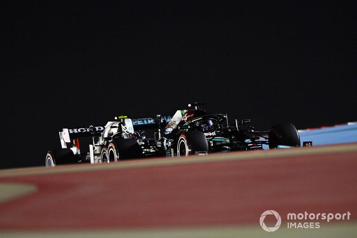 Lewis Hamilton, Mercedes W12, Pierre Gasly, AlphaTauri AT02