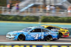 Kevin Harvick, Stewart-Haas Racing, Ford Mustang Busch Light, Michael McDowell, Front Row Motorsports, Ford Mustang Love's Travel Stops