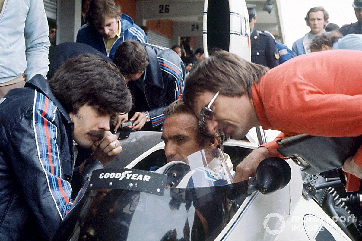 Gordon Murray y Bernie Ecclestone con Carlos Reutemann, Brabham BT44B-Ford