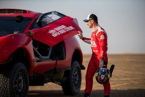 Sébastien Loeb con la decoración definitiva del BRX T1 Hunter