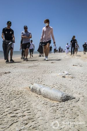 Litter on the beach with Jenson Button, JBXE Extreme-E Team, and Nico Rosberg, founder and CEO, Rosberg X Racing, in the background