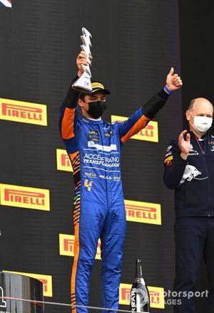 Ландо Норрис, McLaren, третье место, на подиума Гран При Эмилии-Романьи