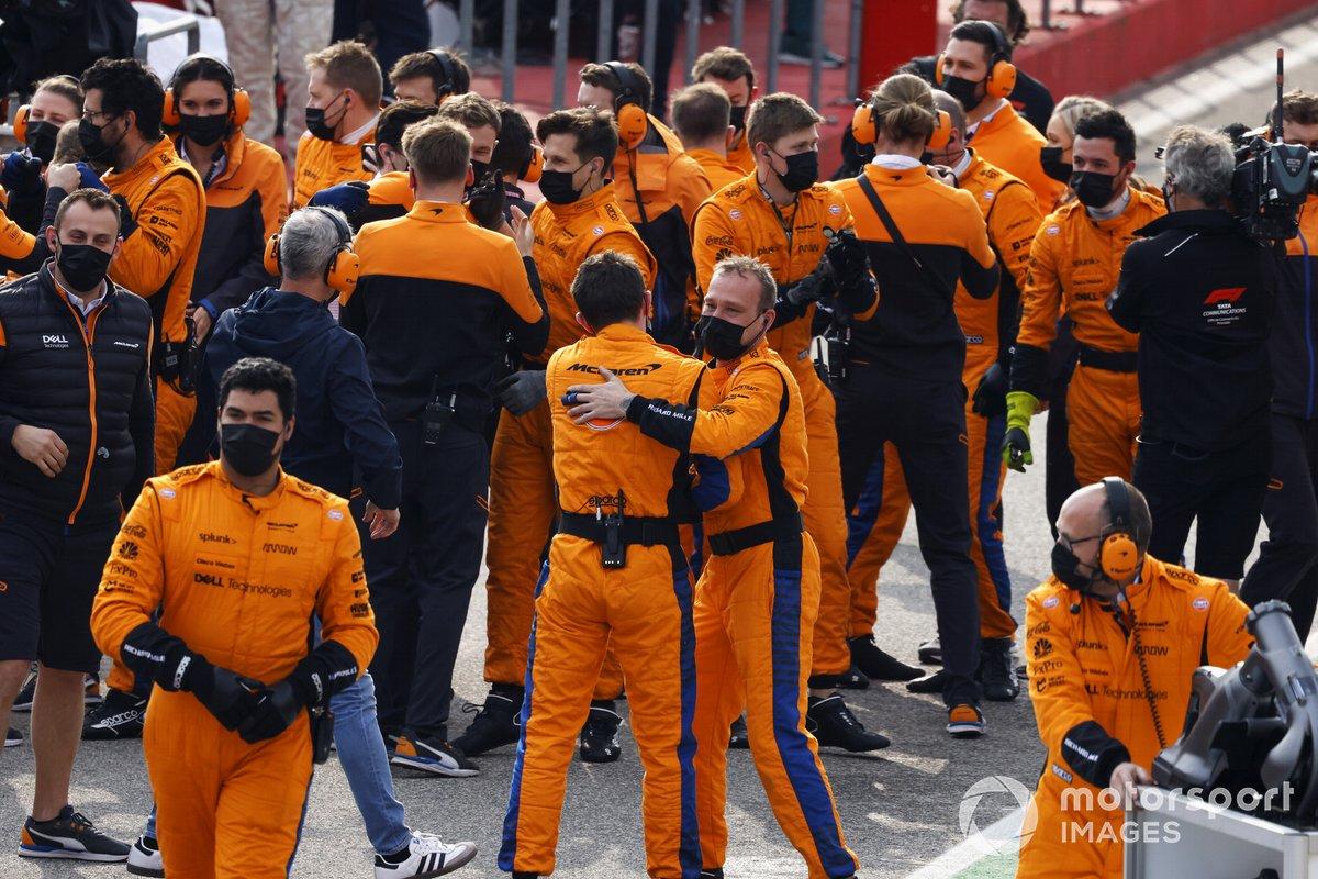 El equipo McLaren celebra después de la carrera