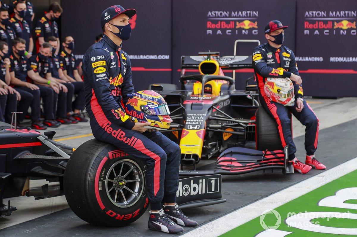 Alex Albon, Red Bull Racing, e Max Verstappen, Red Bull Racing