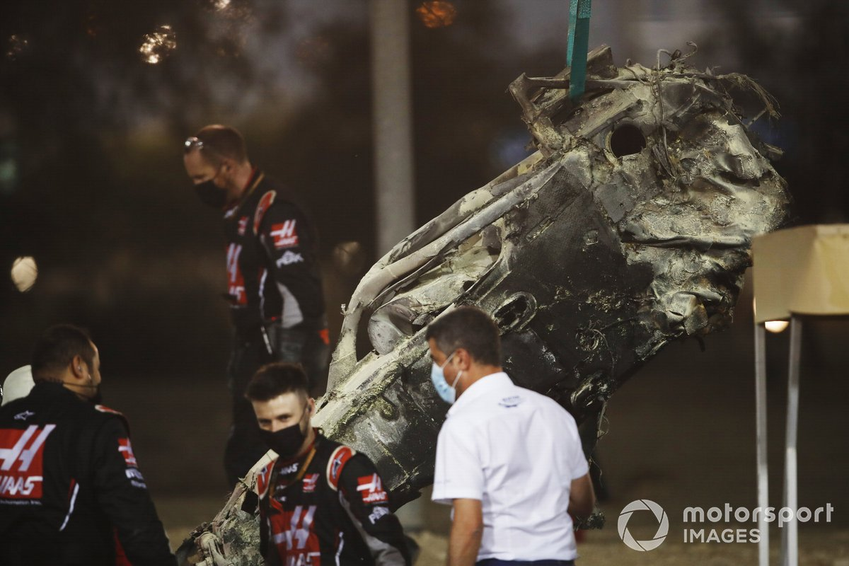 Michael Masi, Direttore di Gara, FIA, sulla scena dell'incidente di Romain Grosjean, Haas VF-20