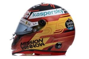 Helm van Carlos Sainz Jr., Ferrari