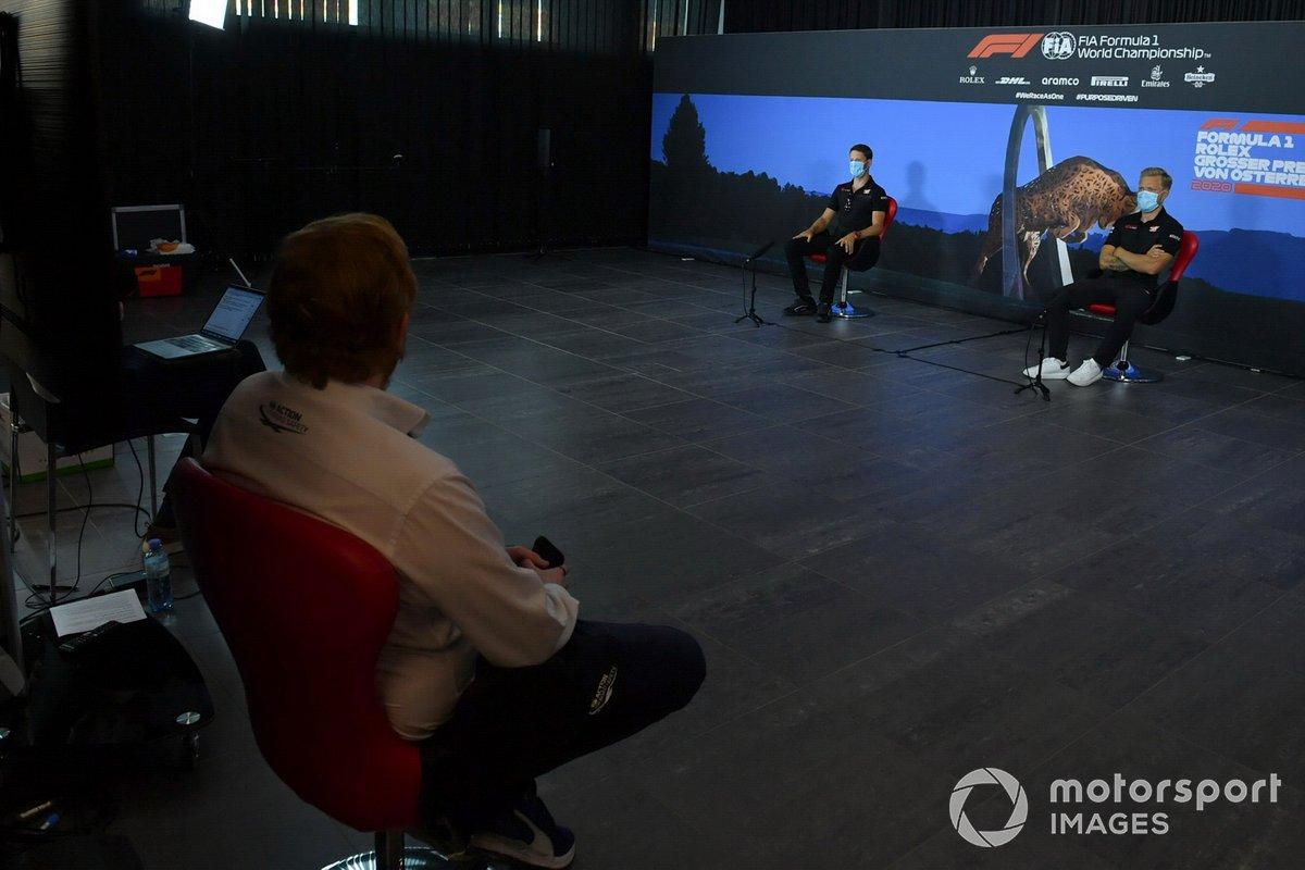 Romain Grosjean e Kevin Magnussen na coletiva