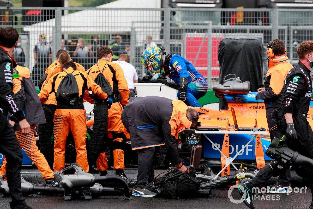 Lando Norris, McLaren MCL35, arriva sulla griglia